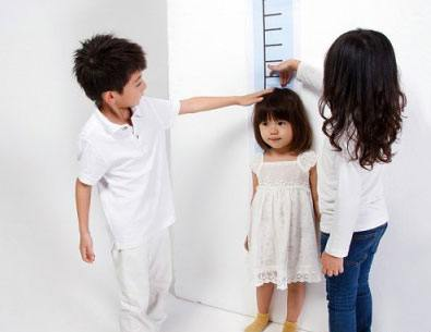 Trẻ chậm tăng trưởng chiều cao và điều trị chậm tăng trưởng do thiếu hụt hormon