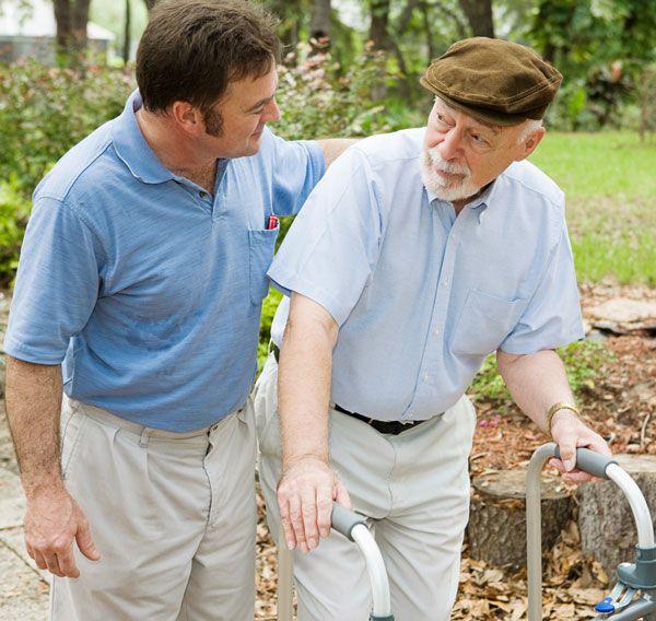 Giúp đỡ bệnh nhân trong các sinh hoạt thường ngày