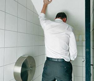 Nước tiểu bất thường – Triệu chứng bệnh gì, phải làm sao