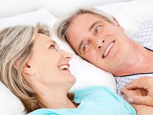 Nhu cầu chuyện trò, chia sẻ là nhu cầu không thể thiếu đối với người già