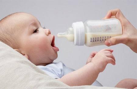 Bé bị dị ứng sữa