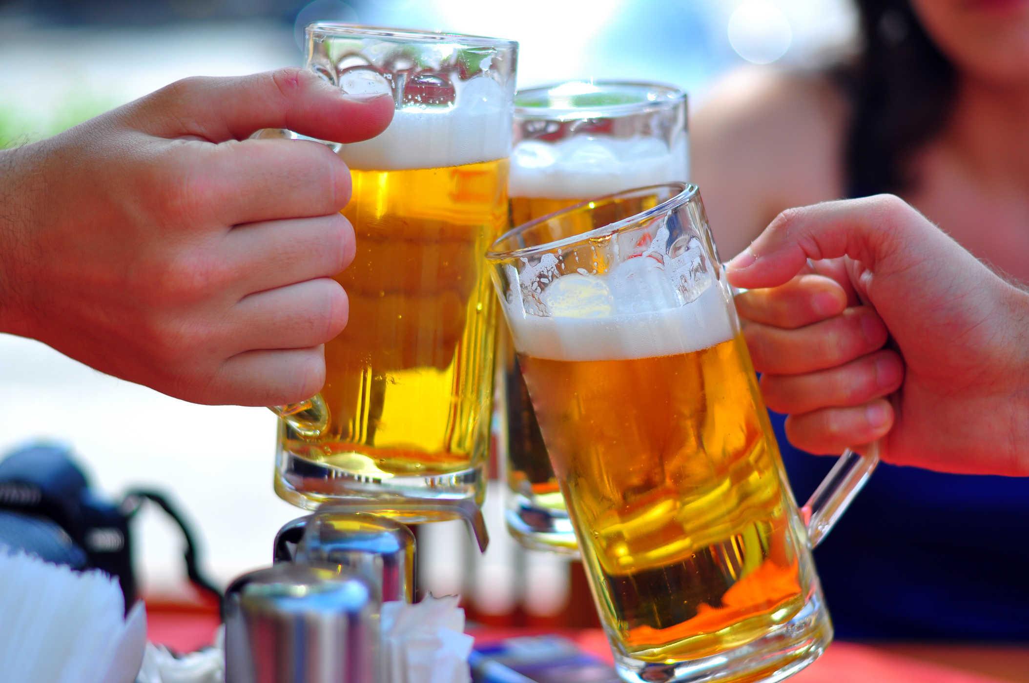Những người không được uống bia