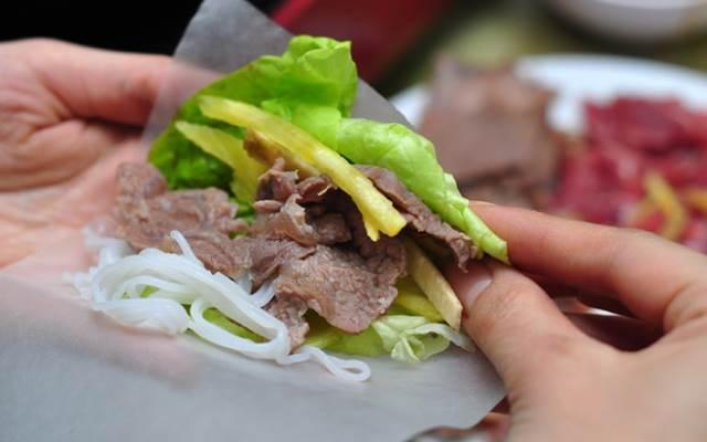 Cách ăn thịt bò nhúng giấm