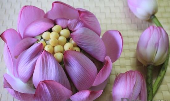 Cách làm cơm hấp hoa sen thơm ngon đặc biệt