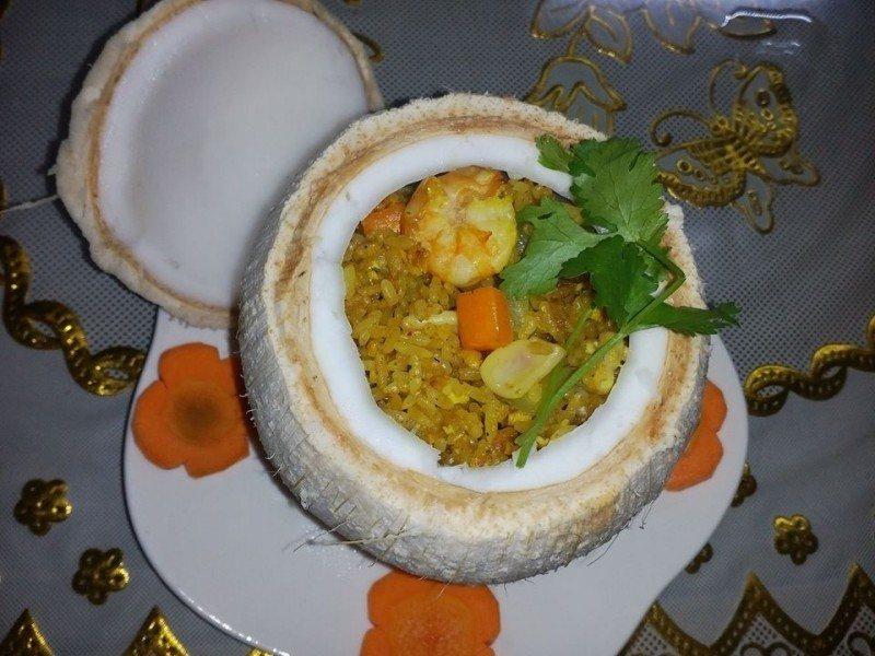 Cách làm cơm trái dừa thơm ngon tại nhà