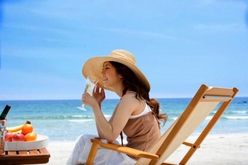 Tắm nắng đúng cách đem lại sức khỏe cho làn da và cơ thể