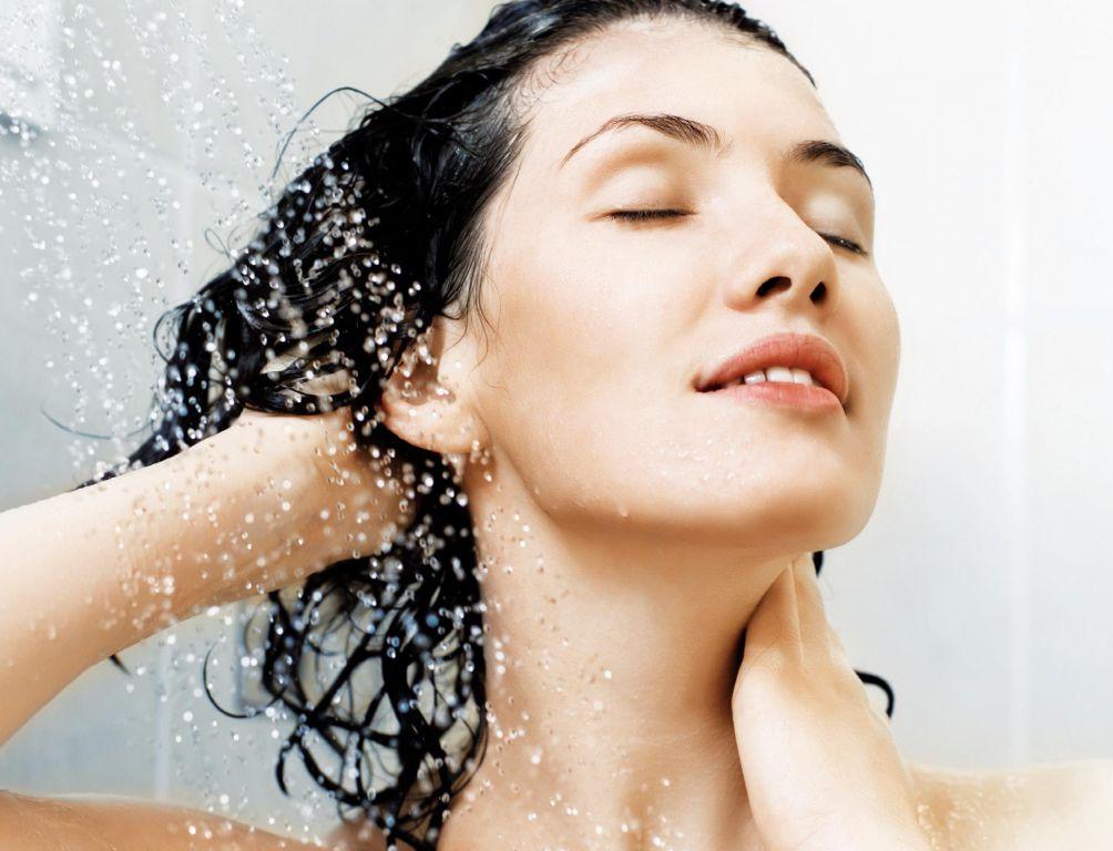 Phụ nữ hành kinh không nên tắm nước lạnh