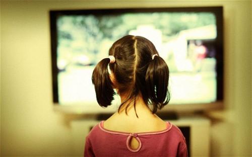 Những thói quen có hại khi trẻ xem tivi cần sửa đổi ngay