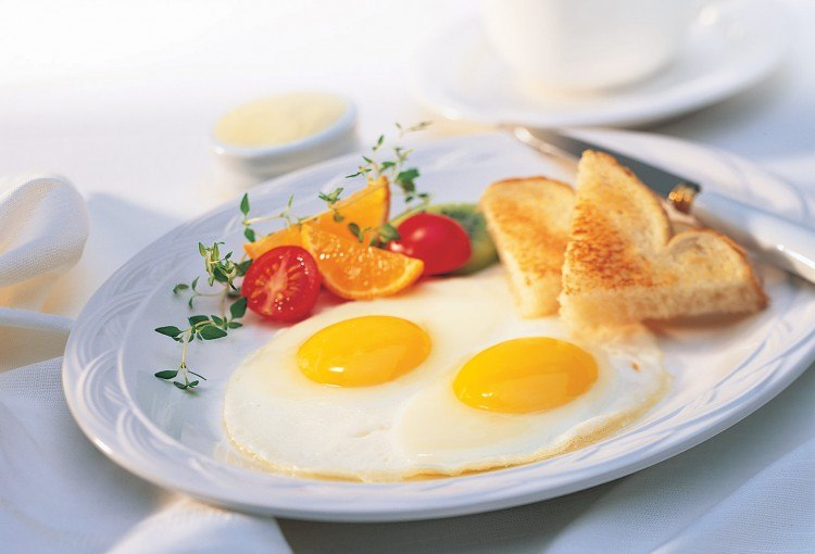 Ăn trứng gà chưa chín tốt cho tiêu hóa?