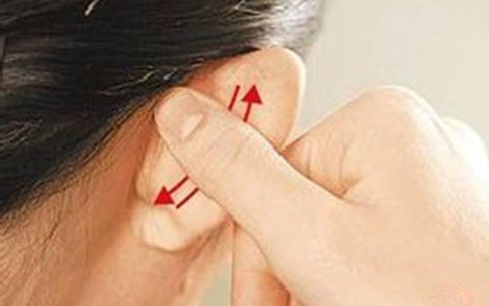 Xoa xát vành tai có thể giúp hạ được huyết áp